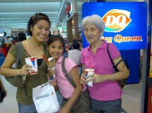 with Mommy naman (si Potchie, gusto laging kasama sa pic!)
