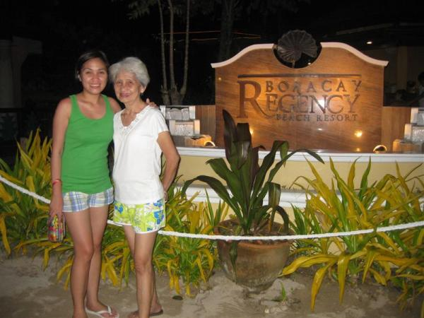 Papicture lang sa Regency Hotel...