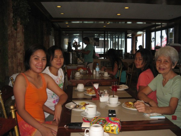 Breakfast at La Carmela with Janice, Joie and Mudra